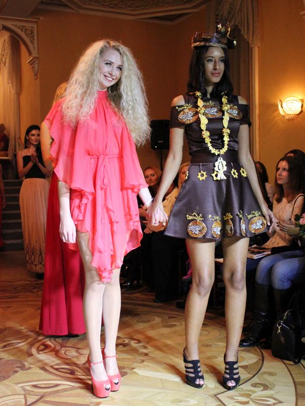 шоколадный шедевр от Анастасии Ивановой - платье из шоколада и шоколадная  шляпка