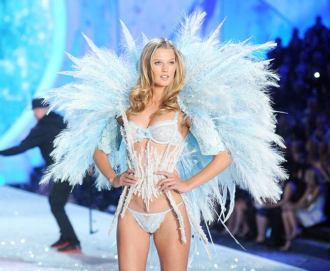 модели демонстрируют сексуальное нижнее белье, Toni Garrn