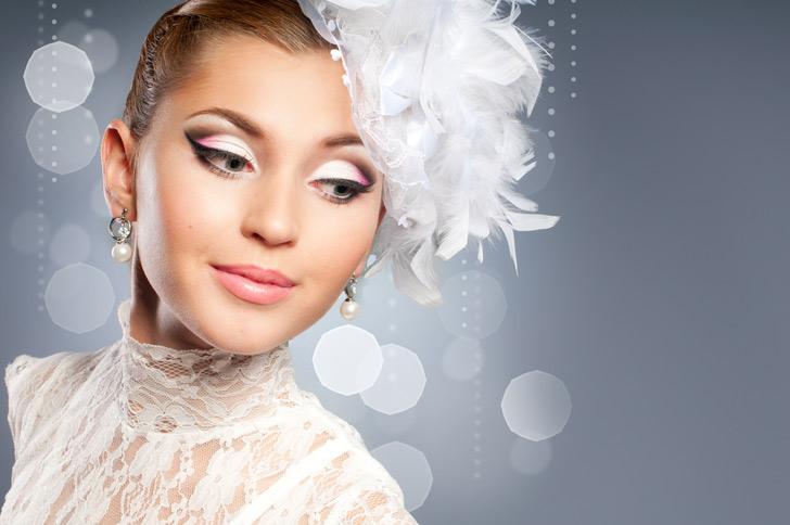 Мы подобрали для вас актуальные и модные идеи макияжа для новогодних праздников