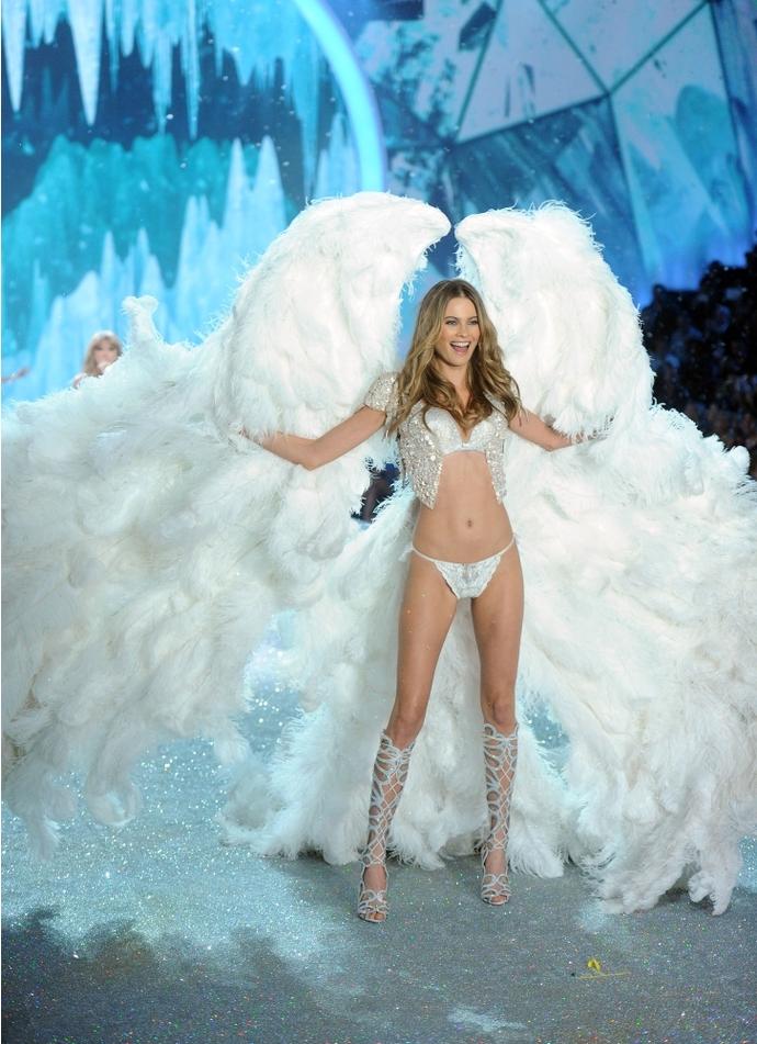 Самые эффектные выходы Victoria's Secret Fashion Show-2013: Behati Prinsloo