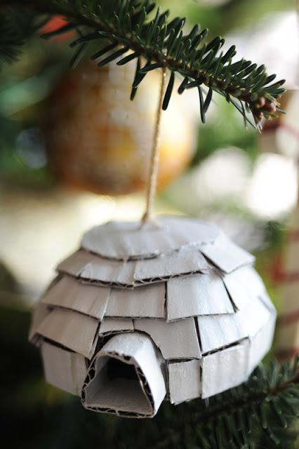 Новогодние украшения своими руками - Сделайте иглу из картона.