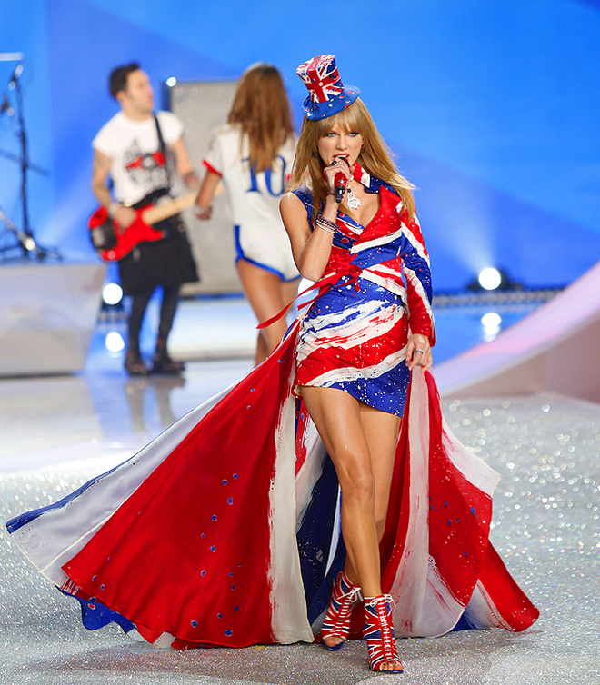 """Victoria's Secret Fashion Show in NYC Taylor Swift - """"I Knew You Were Trouble"""""""