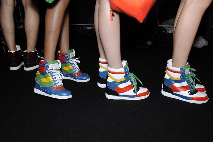 Фото женской спортивной обуви