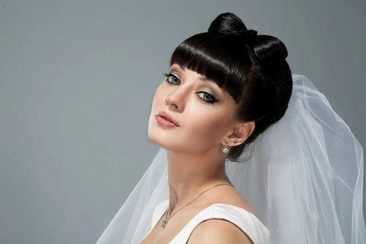 Свадебная прическа с челкой