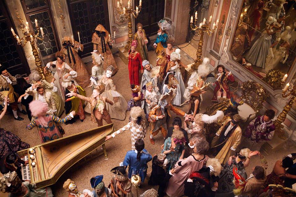 Закадровые фото со съемок L'Invitation au Voyage: Дэвид Боуи и Аризона Мьюз