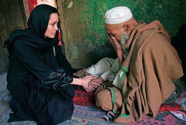 Джоли в качестве посла доброй воли ООН
