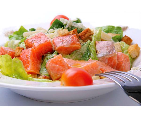 рецепт пикантного салата с семгой