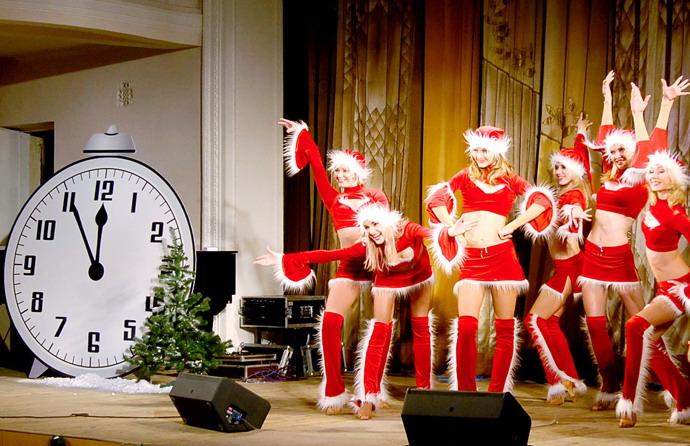 эскиз поздравление иностранцев с новым годом сценка желании гости могут