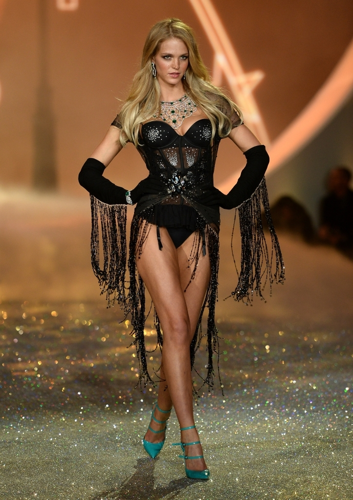 Показ Victoria's Secret Fashion Show-2013 в Нью-Йорке: Erin Heatherton