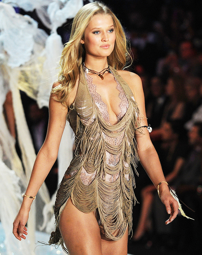 Toni Garrn In The 2013 Victoria's Secret Fashion Show