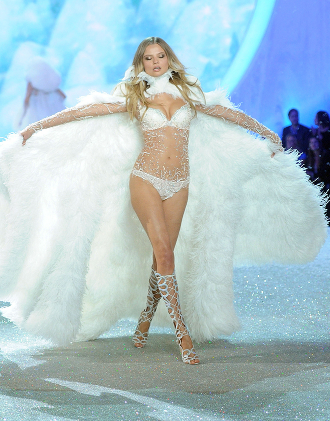 2013 Victoria's Secret Fashion Show -  Magdalena Frackowiak