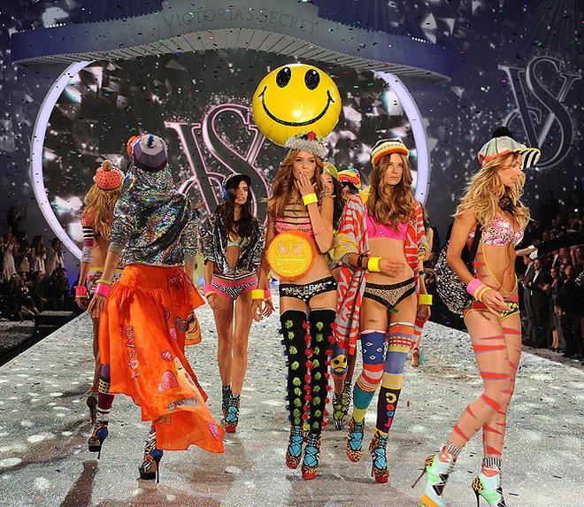 """В Нью-Йорке состоялся шоу-показ нижнего белья компания """"Victoria's Secret"""""""