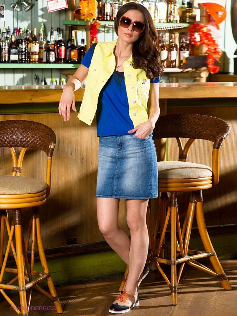 джинсовая мини-юбока для создания молодёжного образа