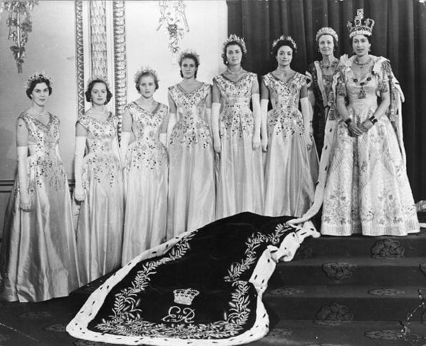 Елизавета II и ее фрейлины