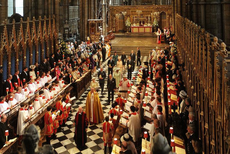 Торжественная церемония в честь коронации королевы