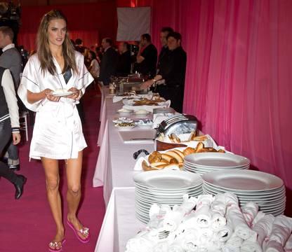 за кулисами показа Victoria's Secret 2013 (очень много ФОТО)