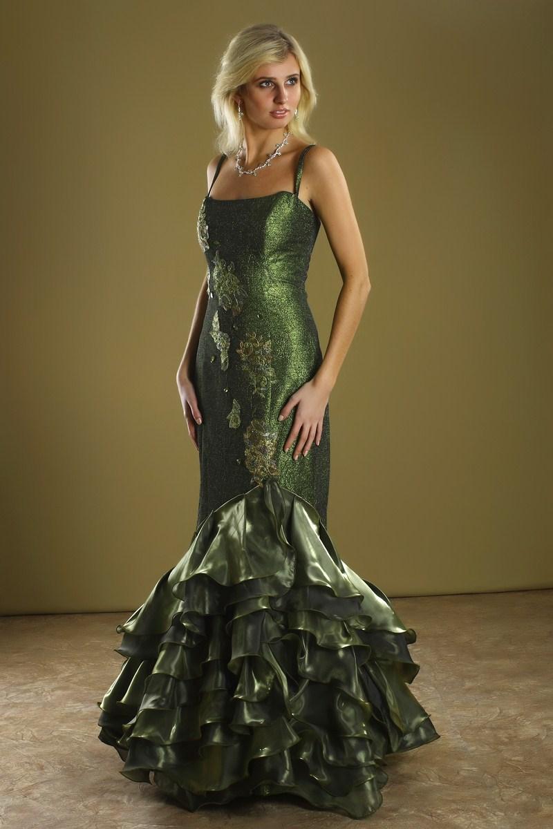 Выбираем модное платье для празднования Нового Года