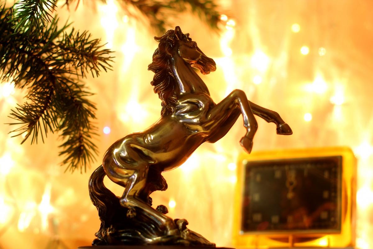 оригинальные новогодние поздравления на год лошади 2014
