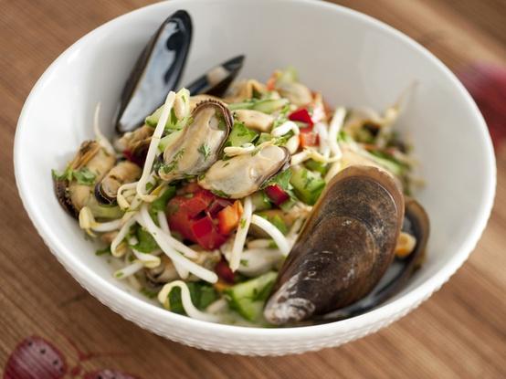 Салат из мидий - рецепт